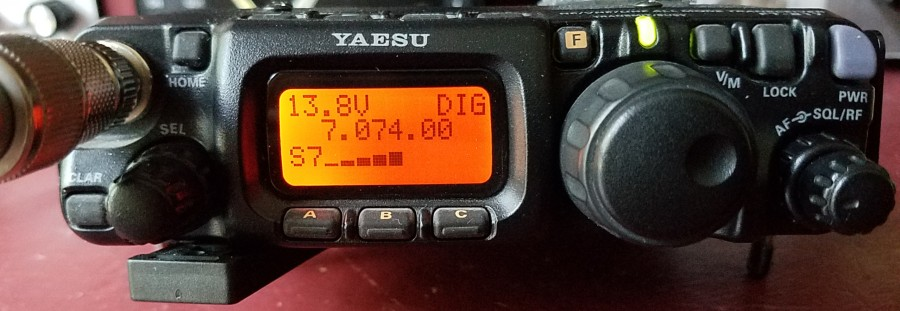FT-817 listening to FT8 on 40m